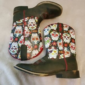 Size 3 girls Blazzin Roxx skull boots.